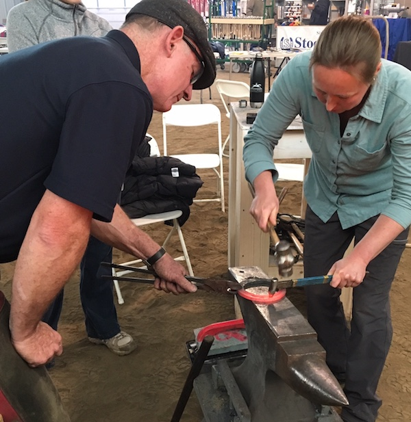 Farrier Tim Shannon and Iowas State Veterinary Student